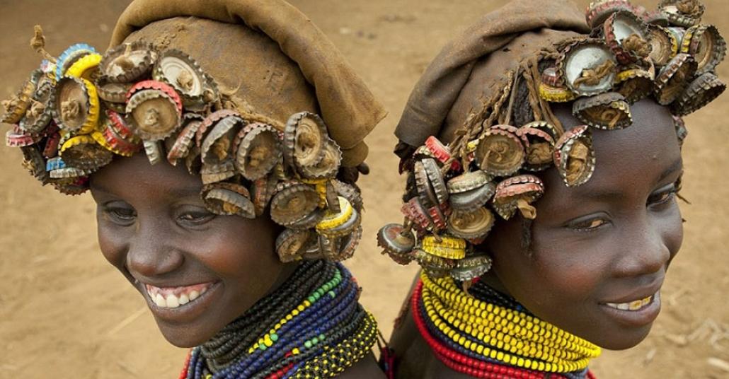 Etiyopyalı Kabilenin Elinde Aksesuara Dönüşen Çer Çöp