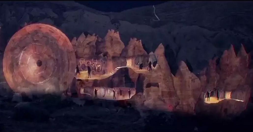 Kapadokya'daki Zelve Vadisi Üzerine Devasa Projeksiyon Yansıtma