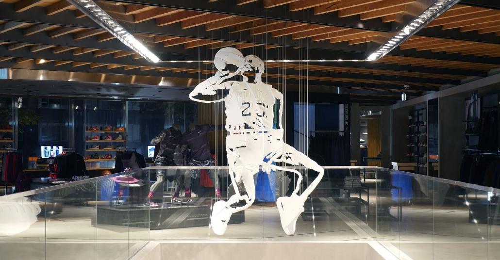 Nike'nin Tokyo Mağazasındaki Anamorfik Michael Jordan Heykeli