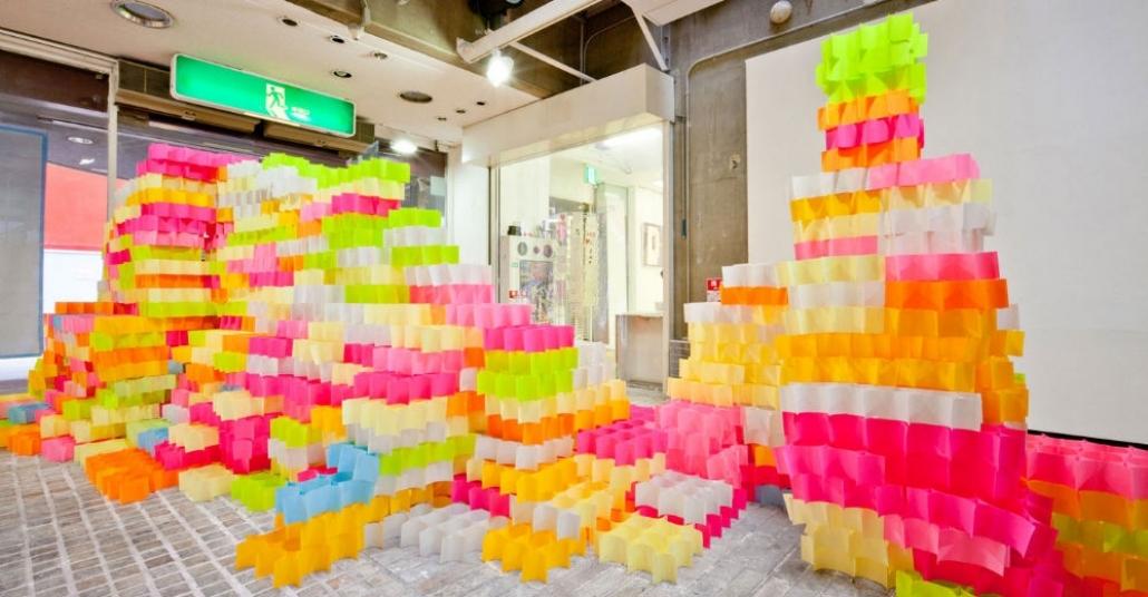 30.000 Post-It İle Yapılan Rengarenk Yerleştirme