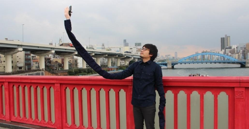"""Japon Gençten Selfie Dünyasına Hediye: """"Selfie Kolu"""""""