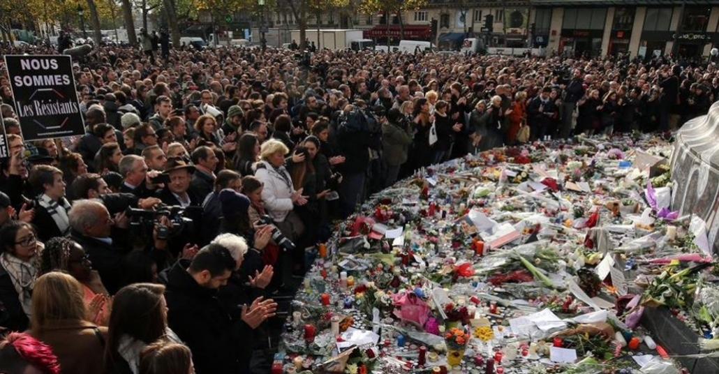 Paris'te Hayatını Kaybedenler İçin Twitter'da Bir Anıt