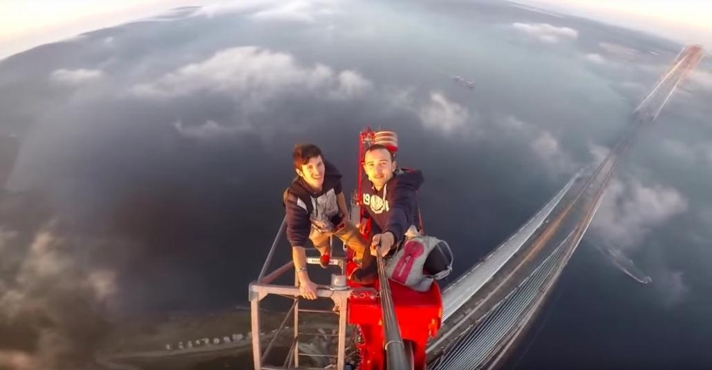 3. Köprüye Gizlice Tırmanan Gençlerin Nefes Kesen Videosu