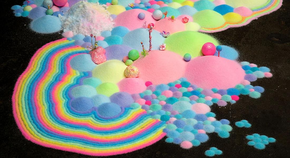 Şeker ve Simin Başrolde Olduğu Rengarenk Yerleştirmeler
