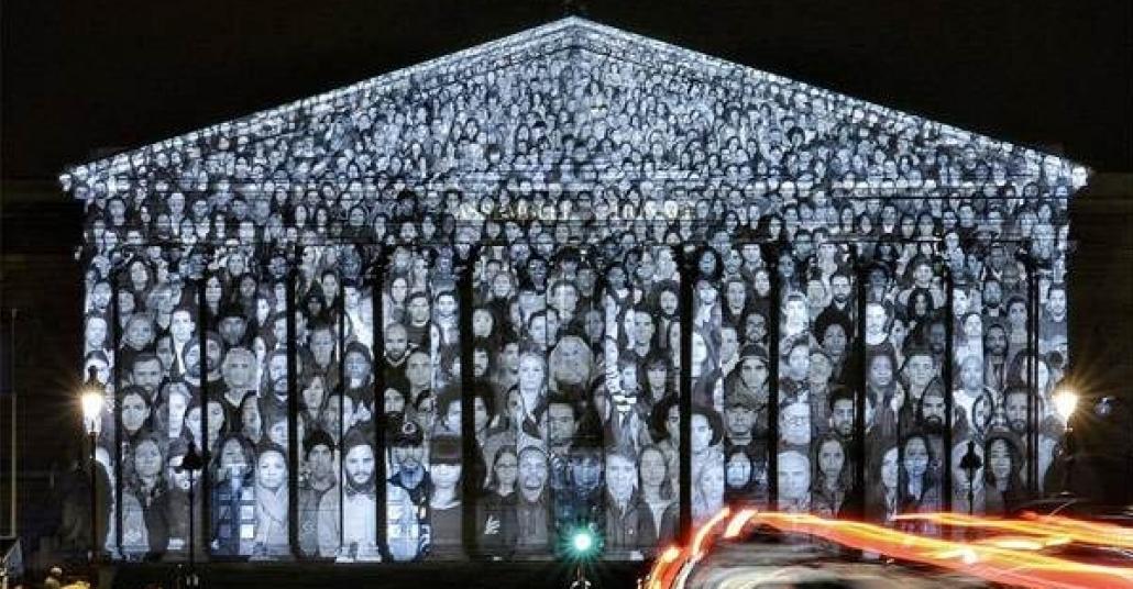 JR ve Darren Aronofsky'nin Paris'te İklim Zirvesi'ni Hedef Alan Sessiz Protestosu