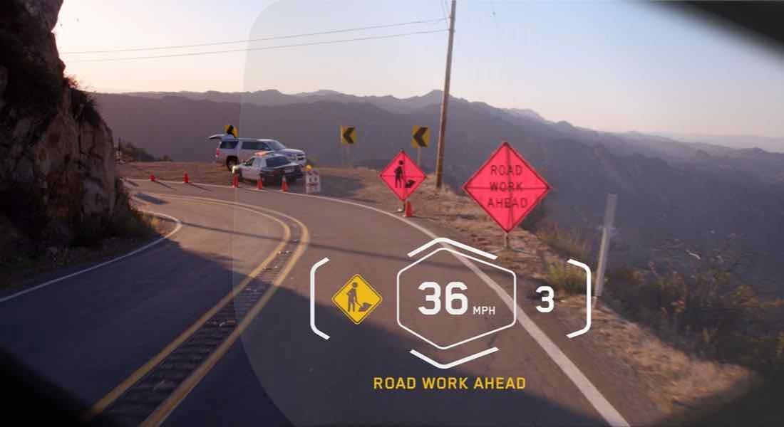 BMW'den Lazer Far ve Bildirim Ekranlı Kask Konsepti