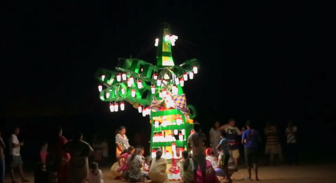 Elektriksiz Köye Güneş Enerjili Yılbaşı Ağacı