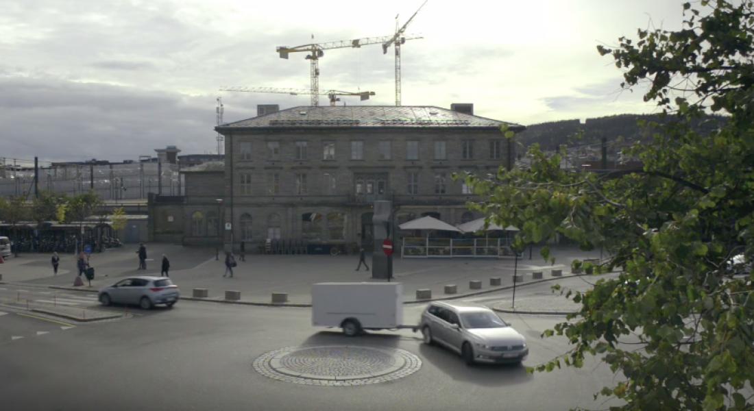 Römorkun Arkasında Son Sürat Şehri Turlayan Volkswagen