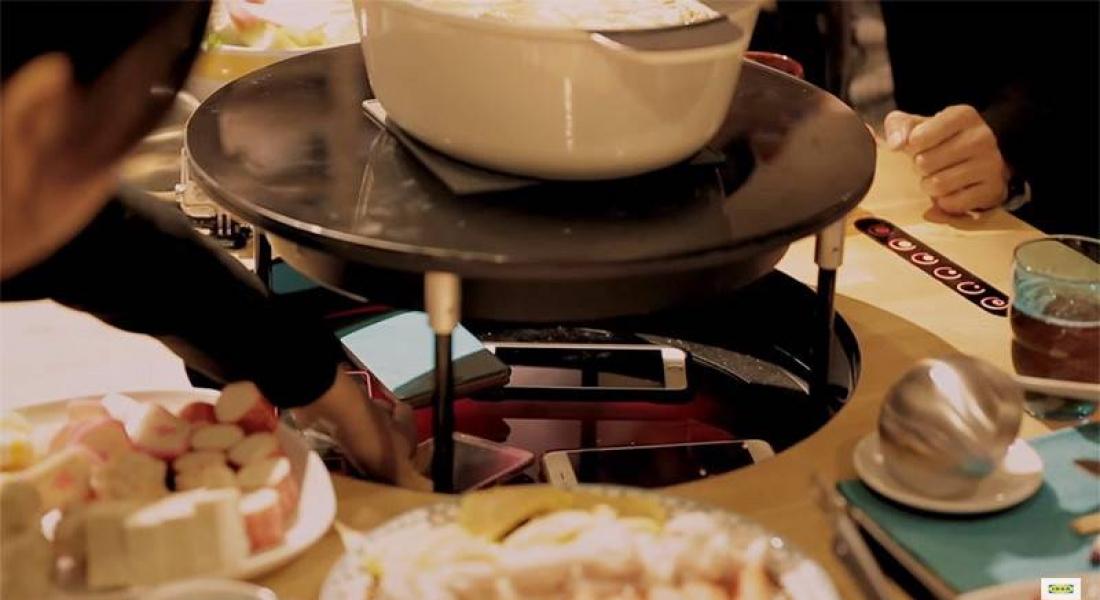 IKEA'dan Yemek Sırasında Telefona Baktırmayan Masa