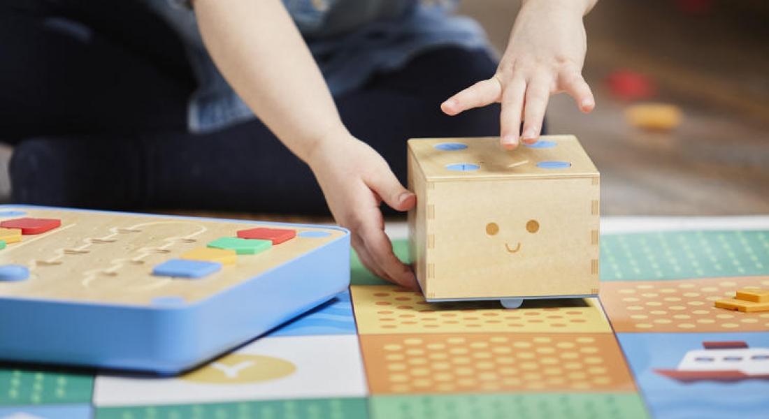 Çocuklara Bilgisayar Ekranı Olmadan Kod Yazmayı Öğreten Oyuncak