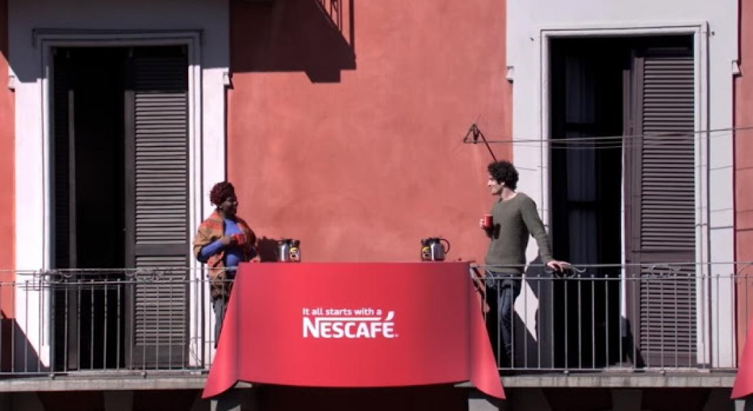 Komşuluğu Canlandırmak için İki Balkon Arası Kahve