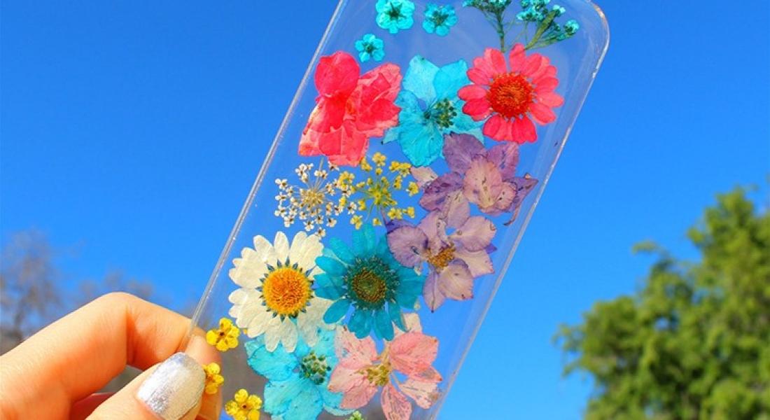 Çiçeklerle Renklenen Saydam Telefon Kılıfları