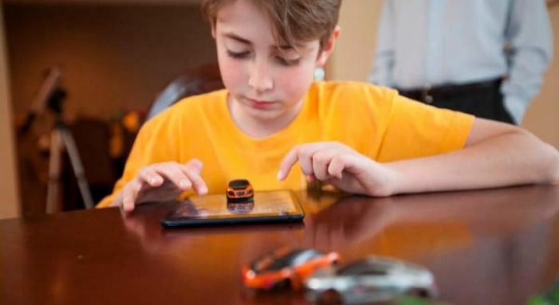 Pocket Racing, Oyuncak Otomobili Tabletle Birleştiriyor