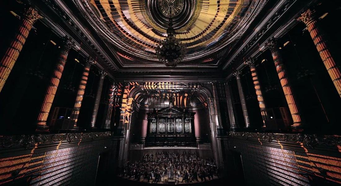 Çek Filarmoni Orkestrasını Çevreleyen Projeksiyon Yansıtma Gösterisi