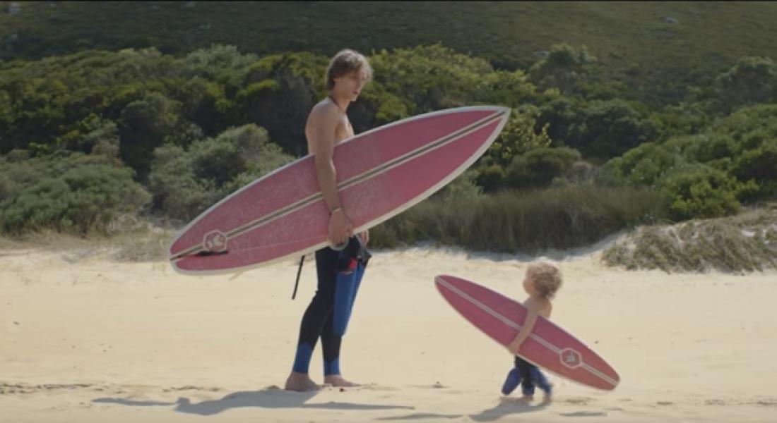 Plaj Keyfi Süren Yetişkin Bebekler
