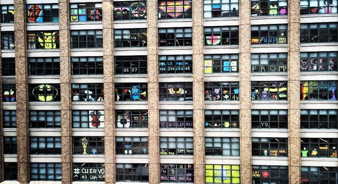 Manhattan'daki Ofis Camlarında Post-it Savaşları