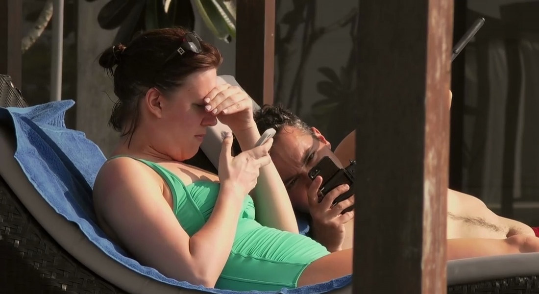 Tatile Sevgilinizle mi Telefonunuzla mı Çıkmak İstersiniz?