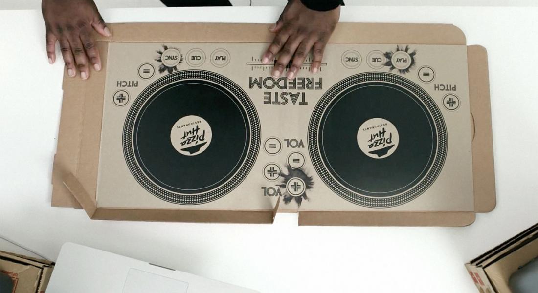 Pizza Hut'tan DJ'lere Özel Pizza Kutusu