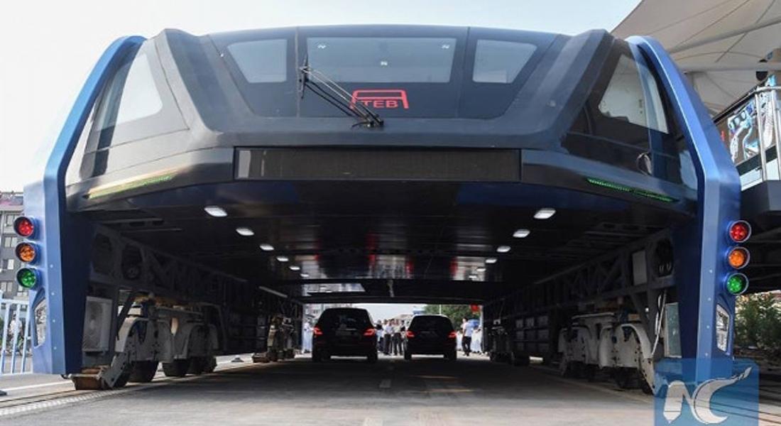 Otomobillerin Üzerinden Giden Otobüs Test Sürüşüne Çıktı
