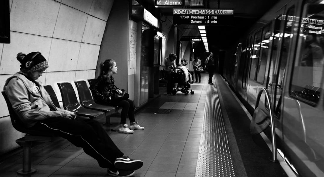 Metro İstasyonundaki Bir Günü Anlatan Sinemagraflar