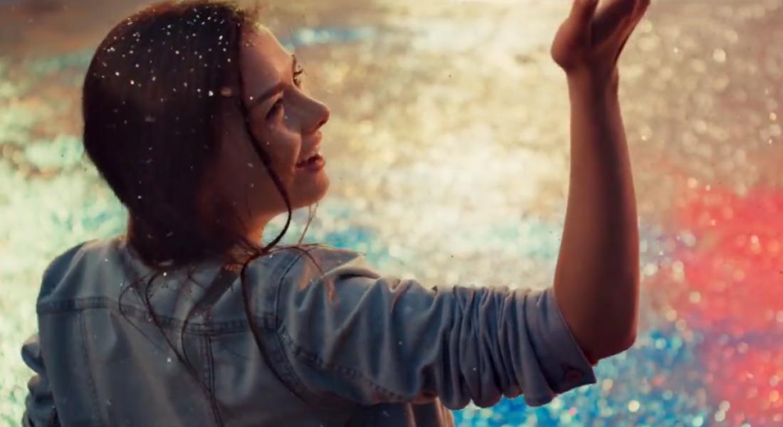 Sony, Gerçek Renkleri İçi Renkli Simlerle Dolu 4000 Balonla Gösteriyor
