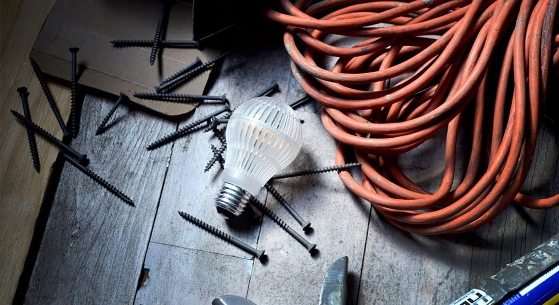 Apartmanın Çatısından Bile Düşse Kırılmayan Çevre Dostu LED Ampul