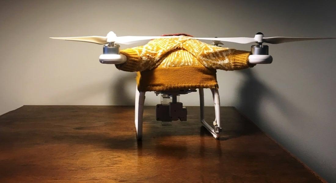Üşüyen Drone'ların Üzerine Hırka