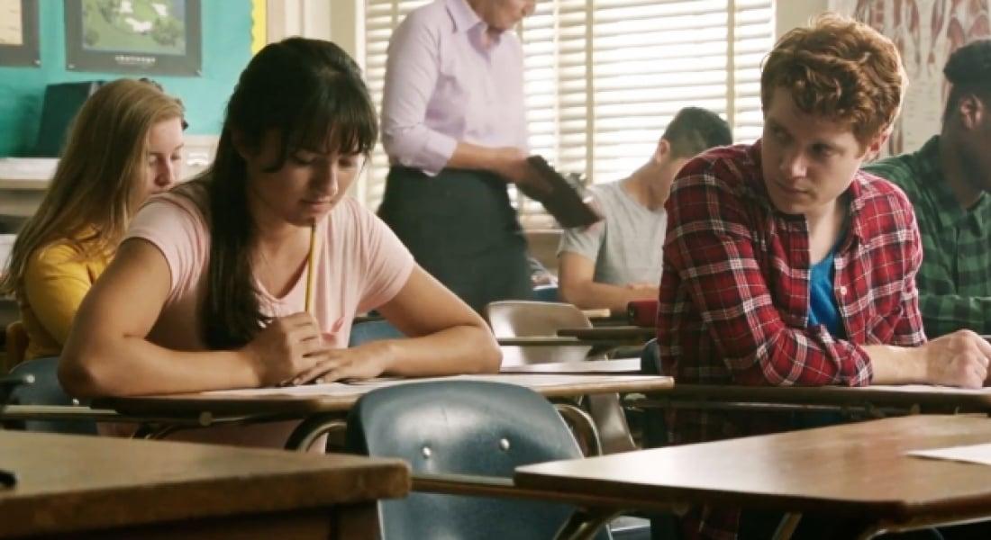 Lise Sırasında Başlayan Aşk Hikayesine Gizlenmiş Ters Köşe Detaylar