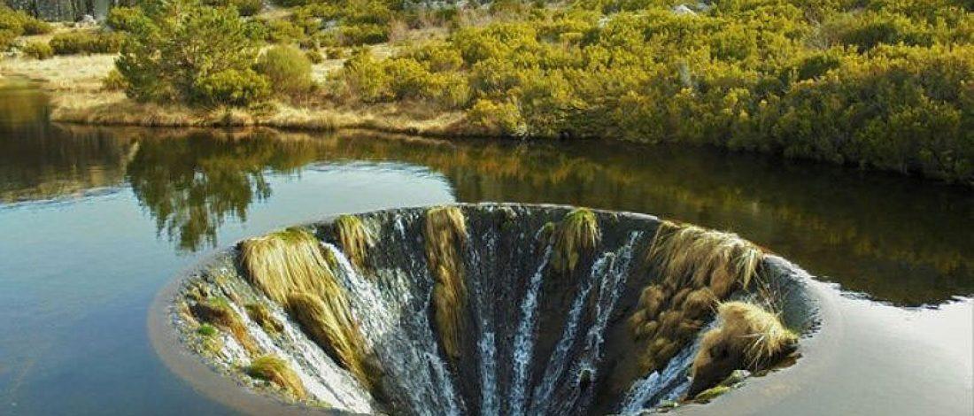 Sel Suyunu Yutan Yapay Şelale
