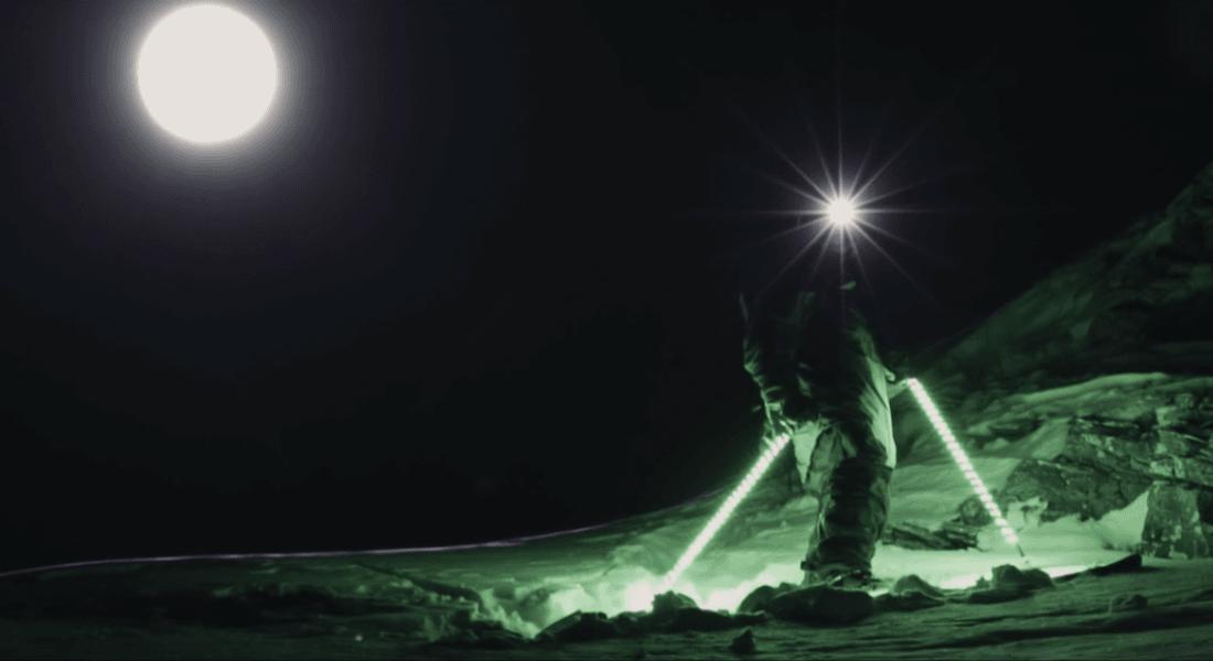 Zifiri Karanlıkta LED'lerle Serbest Stil Kayak