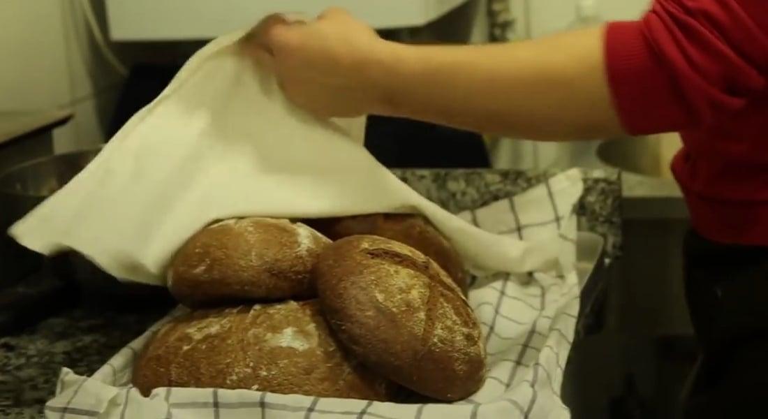 Heykeltıraş Murat Demirtaş Katkısız Ekmek Yapıyor ve Dağıtıyor