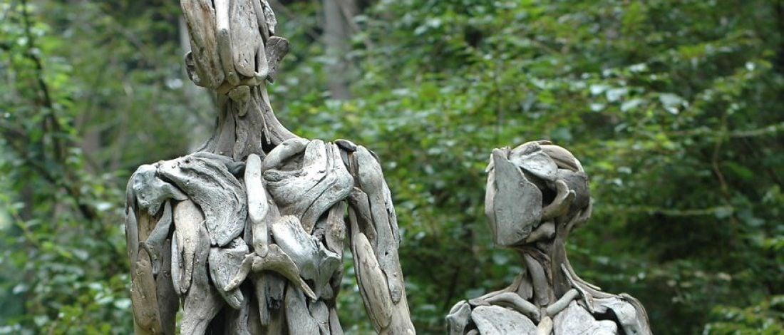 Suların Sürüklediği Ağaç Parçalarıyla Hayat Bulan Heykeller