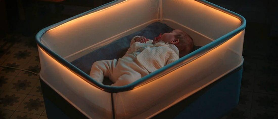 Bebekler Uyusun Diye Otomobil Ortamı Yaratan Beşik