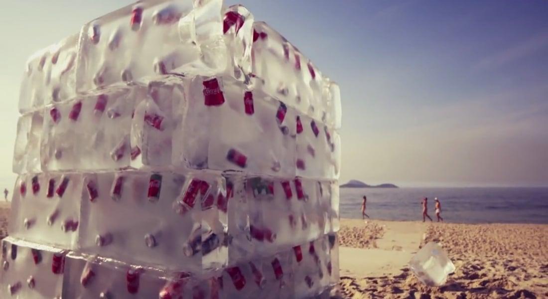 Sıcak Plajda Buz Gibi Bir Coca-Cola