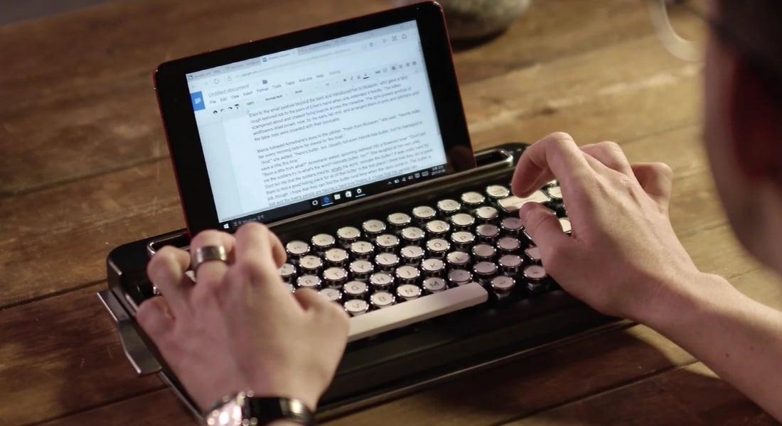 Yazı Yazarken Nostalji Arayanlara Bluetooth'lu Daktilo Klavye