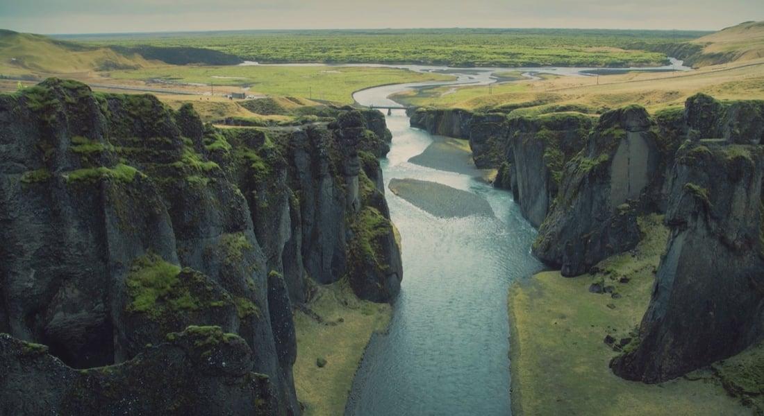 Uzak Gezegenleri Anımsatan Buzsuz İzlanda Manzaraları