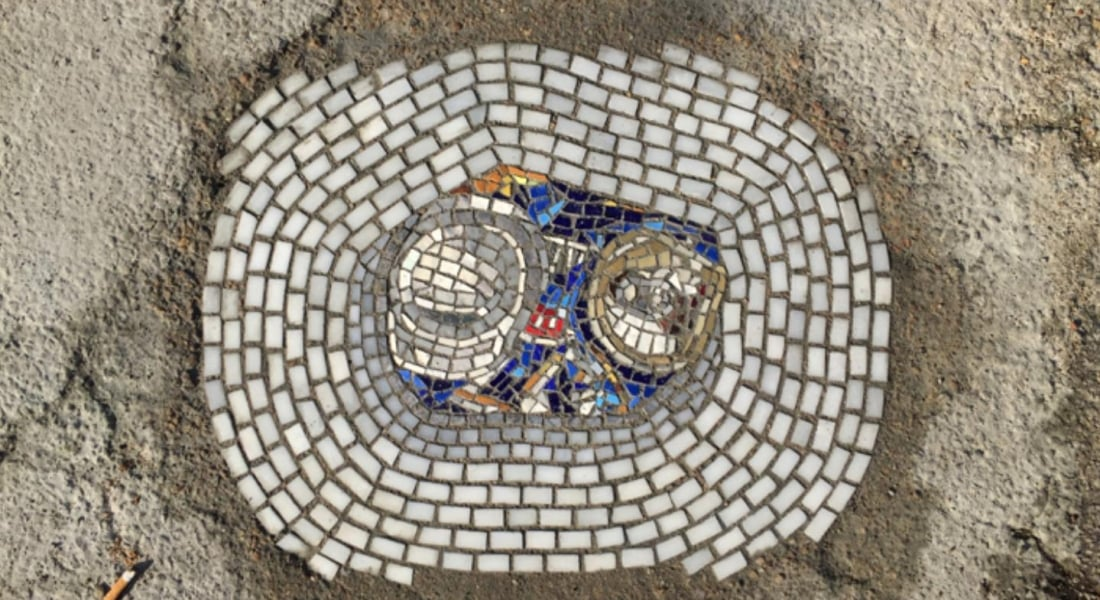Sokaklardaki Çukurları Süsleyen Modern Mozaikler