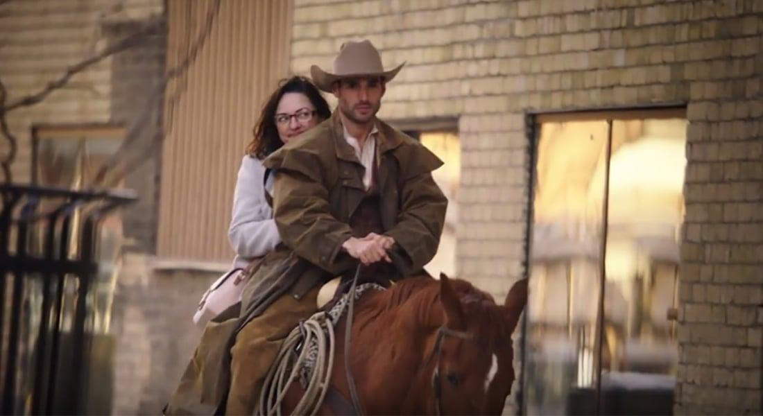 Bir Kovboyla Romantik Bir Randevuya Ne Dersiniz?