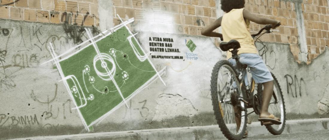 Futbol Okulunu Beklenmedik Bir Taktikle Tanıtmak