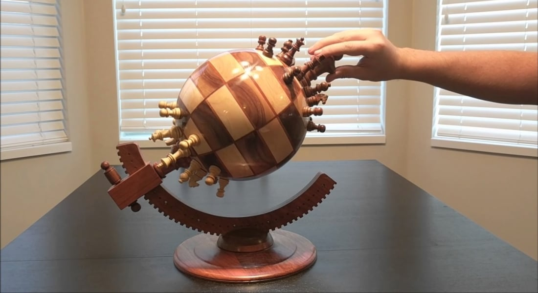 Küre Formunda Satranç Tahtası