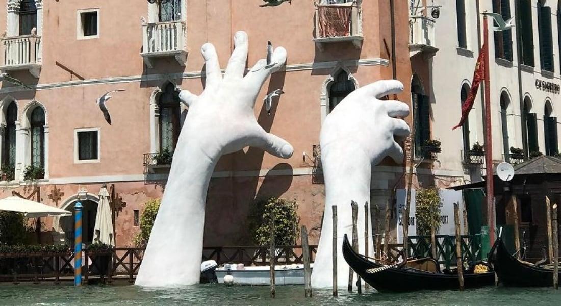 İklim Değişikliğine Dikkat Çeken Dev Eller