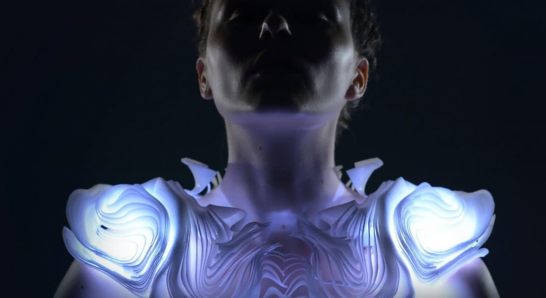 İnsanın Hareketini Aydınlatan 3B İnteraktif Kıyafet