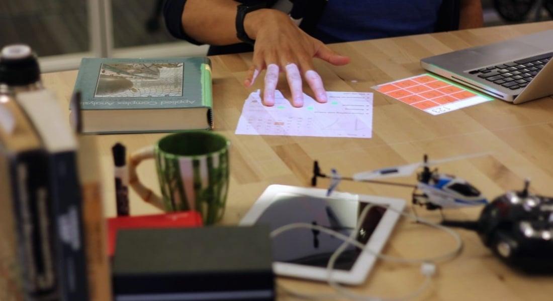 Artırılmış Gerçekliği Masanıza Taşımak İçin Tek Gereken Bir Ampul Yuvası