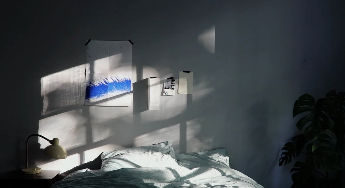 Komorebi Hasret Kaldığımız Doğal Işığı Odaya Yansıtıyor
