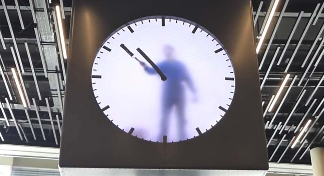 Saatin İçinde Yaşayan İnsan