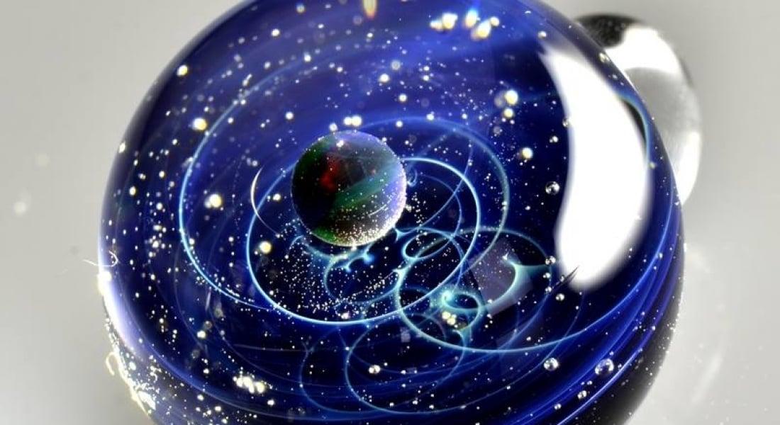 Uzayı İçlerine Sığdıran Büyüleyici Cam Küreler