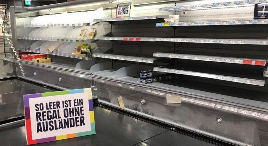 Irkçılık Karşıtı Süpermarket İthal Ürünlerin Yerine Raflara Birer Mesaj Bıraktı
