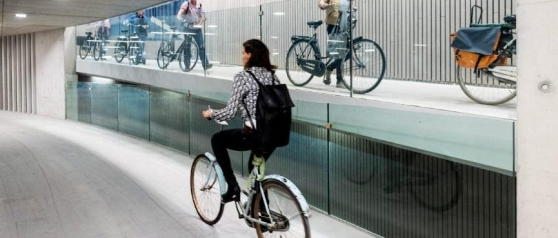 Hollanda'da Dünyanın En Büyük Kapalı Bisiklet Otoparkı Açılıyor