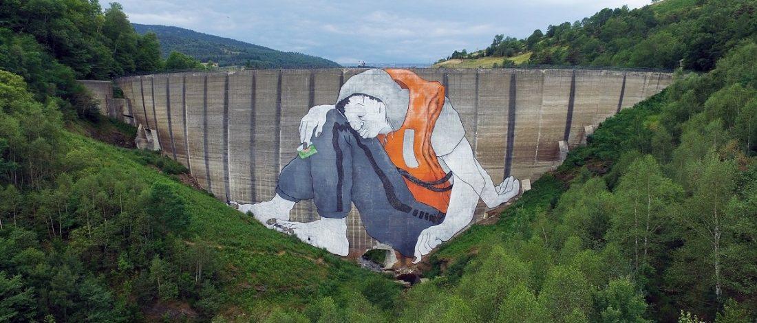 Fransa'ya Geçmek İsteyen Mültecileri Temsil Eden Dev Mural