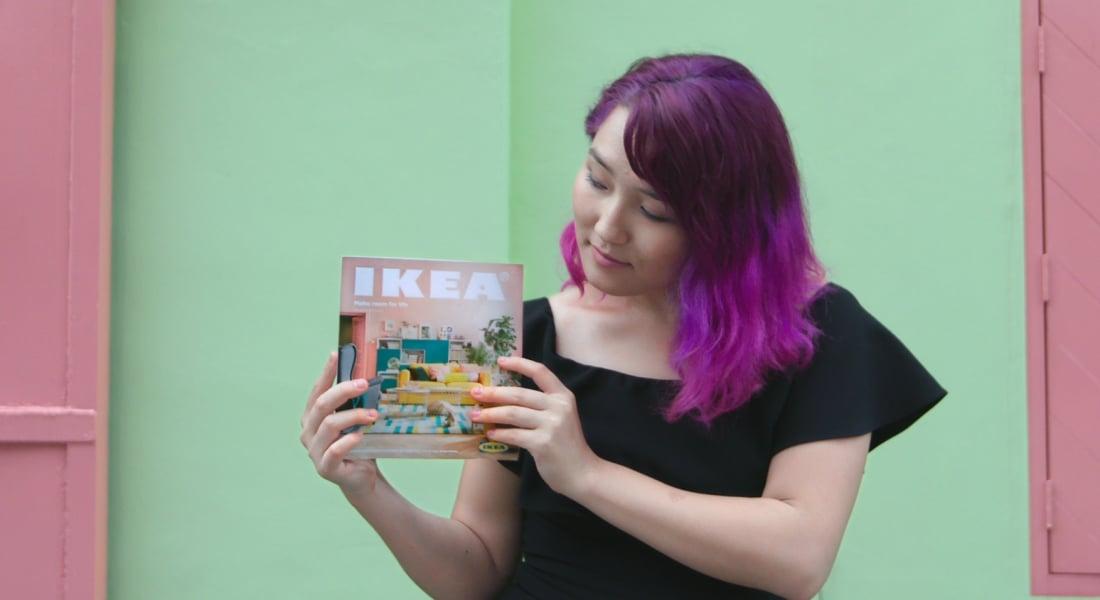 IKEA 2018 Kataloğunu Ezberleyen Kız